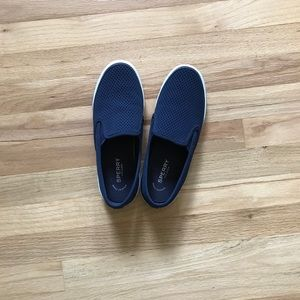 Navy perforated Sperry Top Sliders - Size 8.5